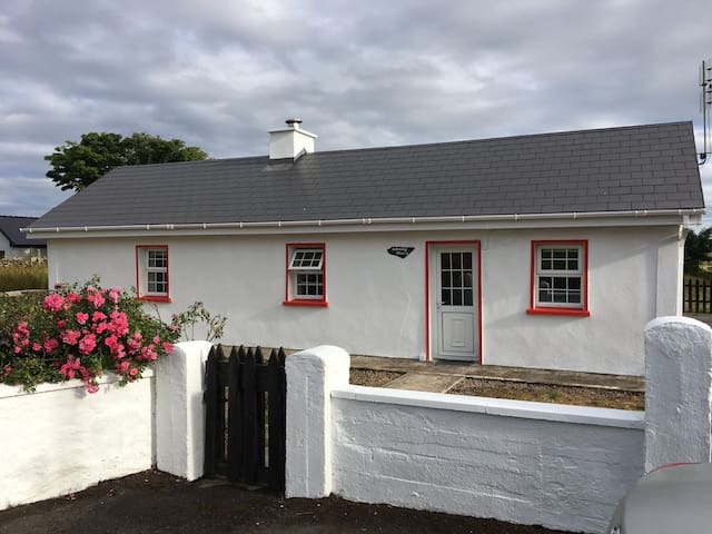 Johnny Mac's Irish Cottage (Eircode F12 PF86)