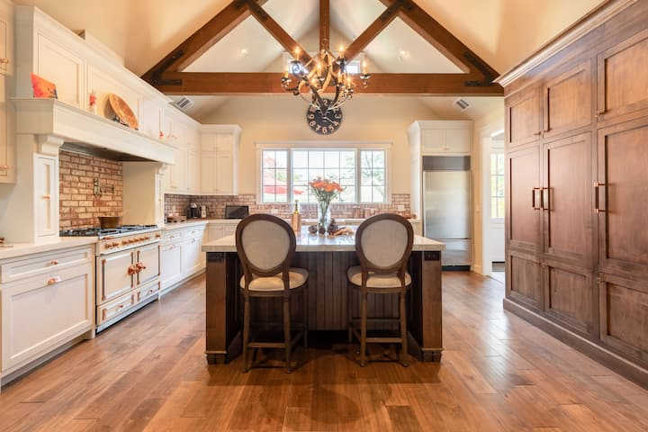 Family estate with guesthouse - amazing kitchen!
