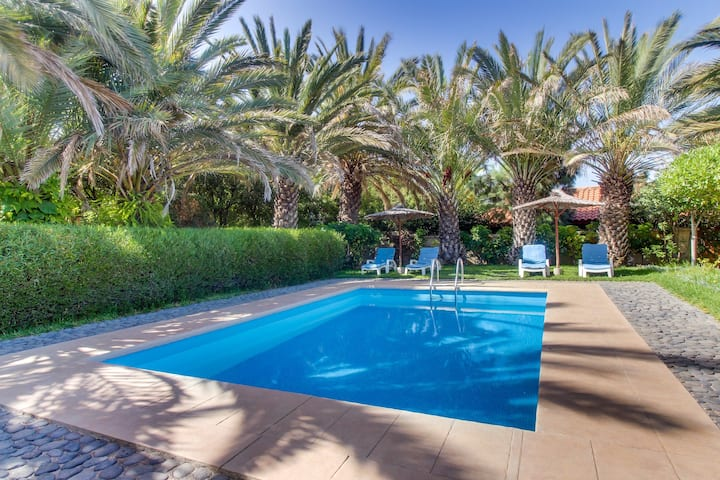 Villa Morera, Elegant Villa with Pool and Garden
