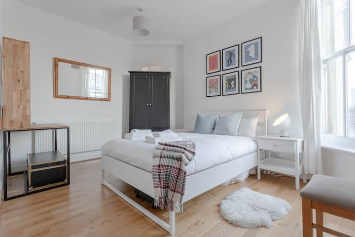 Newly Refurbished 2 Bedroom Property in Clapham
