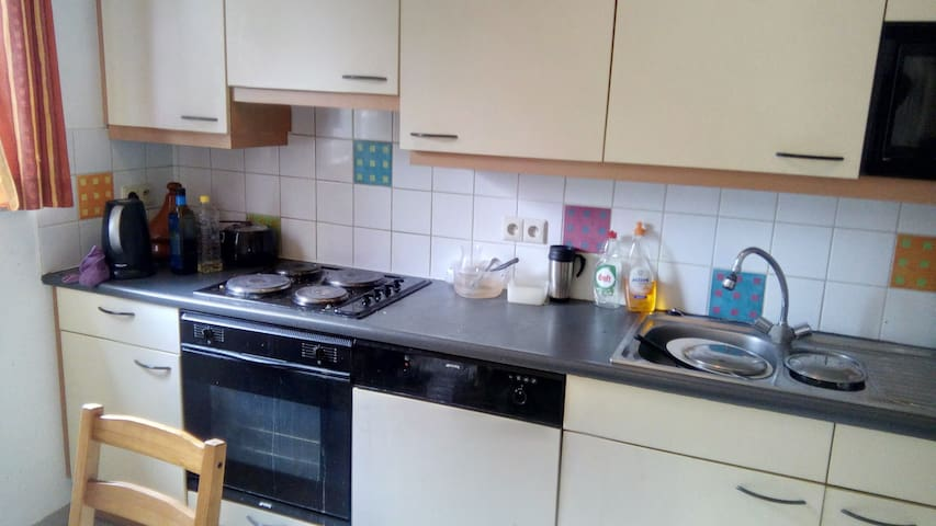 Comfortable room in a peaceful area - Evere - Apartment