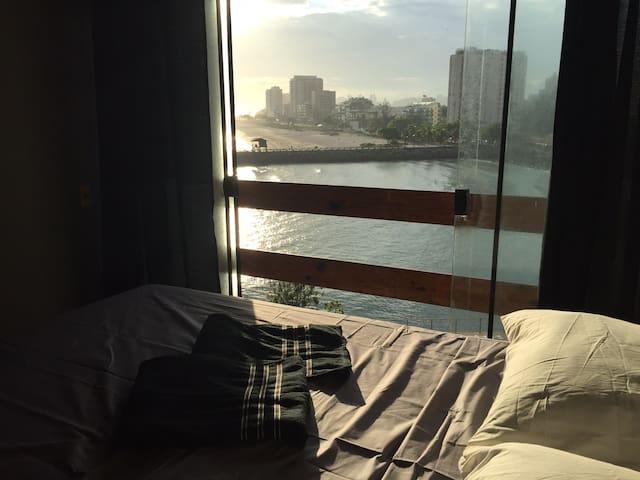 Suite master com varanda ,vista para o mar e hidro