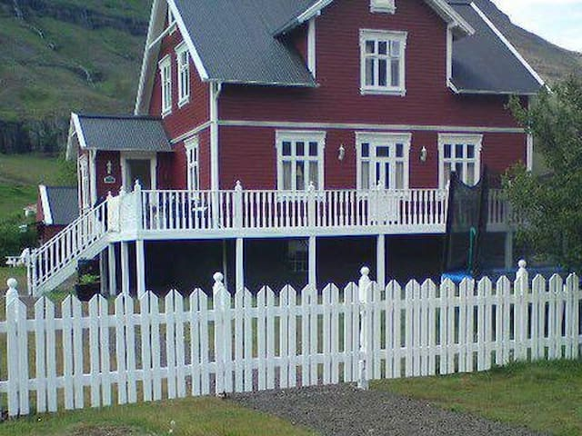 Charming Double Room with Breakfast included - Seyðisfjörður