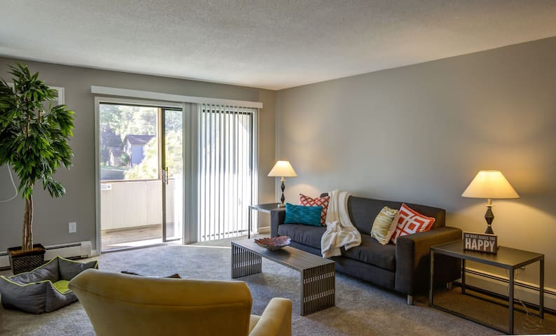 All-inclusive apartment home | 2BR in Burnsville