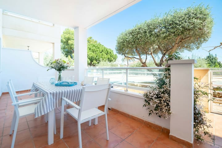 Lovely ground floor with terrace.  Sea 50 meters