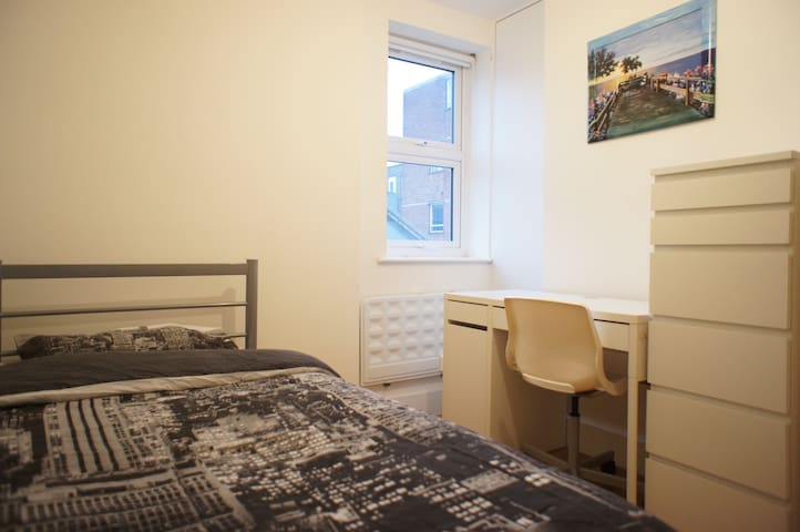 6. Comfortable Single Room in the heart of London