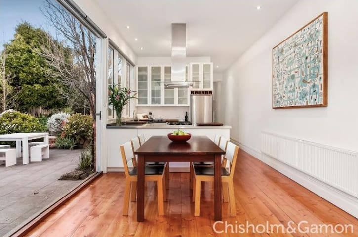 Spacious & Bright St.Kilda Beauty
