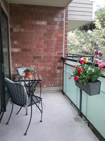 Prime Location! Charming Lower Lonsdale Flat - North Vancouver - Departamento