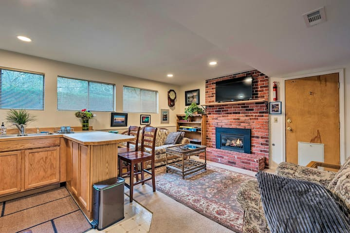 NEW! Cozy Couples Suite 15 Mi to Downtown Seattle!