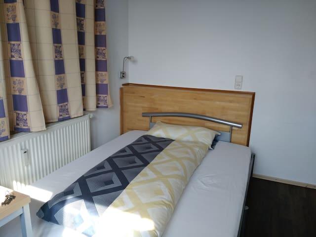 Zimmer mit eigenem Bad (EG4)
