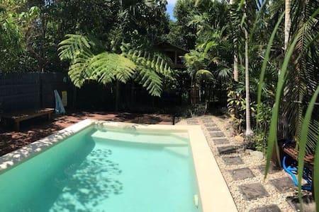 Tropical paradise near the beach. - Mission Beach