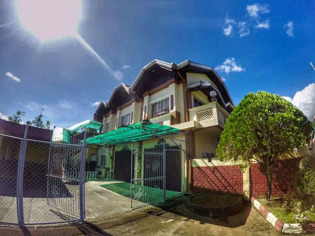House and Lot for Rent/ Lease - Bay - Rumah