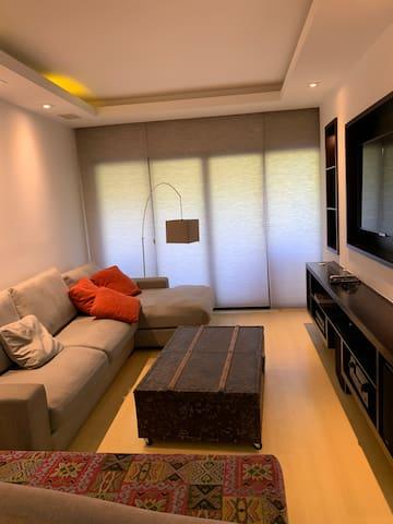 Apartamento impecável em condomínio com lazer