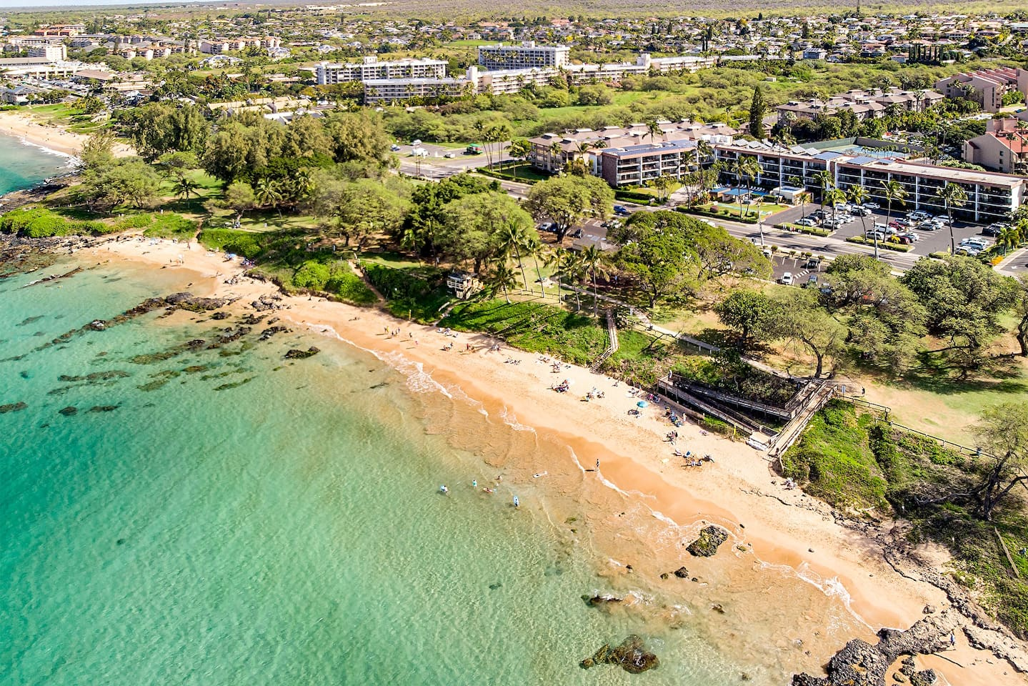 Maui Parkshore is located directly across the street from stunning Kamaole III Beach, with warm water swimming and great snorkeling. The unit is 45 seconds to the sand.