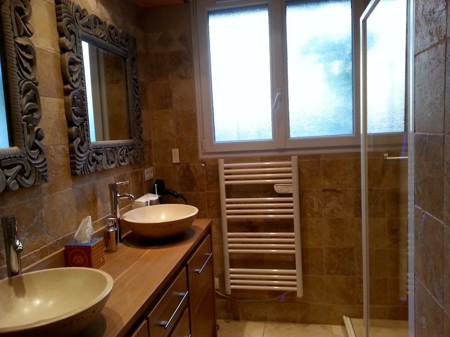 Salle de bain, douche à l'italienne