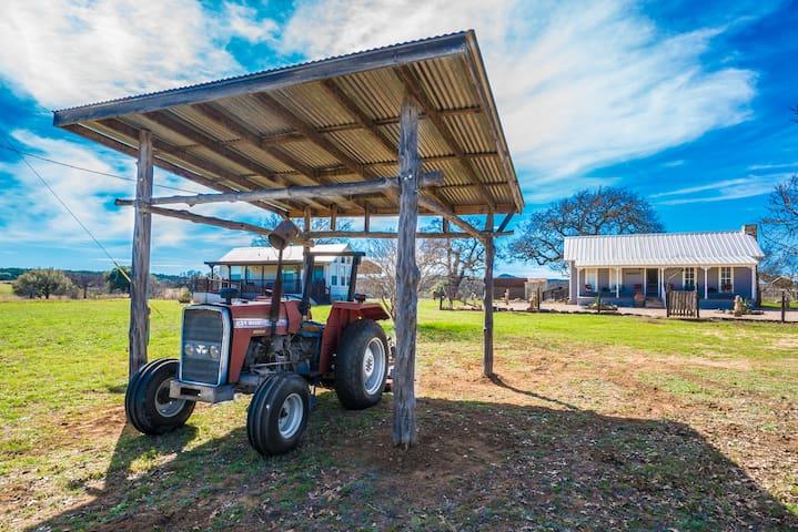 Historic 1905 Farm - 10.5 acres - Sleeps 13