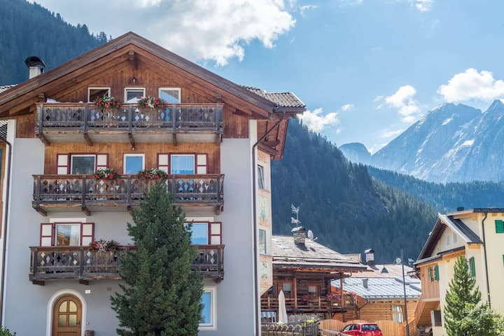 """Cosy Apartment """"Cèsa Castlunger 2"""" (CIPAT number: 022039-AT-054194) with Wi-Fi, Balcony, Terrace & Mountain View; Parking Available, Dogs Allowed"""