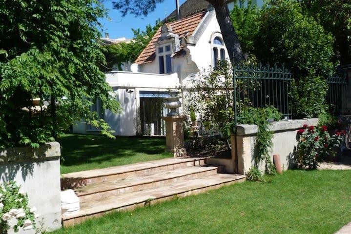 Le Pavillon de Line, petite maison de charme 4 p. - Plaissan - Casa