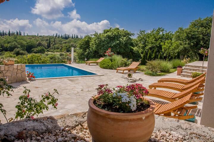 Villa Sun-pool and full privacy!