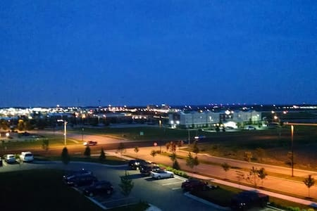 Amazing View of Kansas Speedway - Lakás