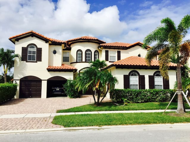 Beautiful Rooms/Modern Living, Boynton Beach Home - Boynton Beach - Casa