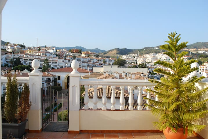 Top Floor Flat with Rooftop Terrace Near Beach - La Cala del Moral - Apartment
