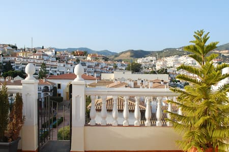 Top Floor Flat with Rooftop Terrace Near Beach - La Cala del Moral - Lejlighed