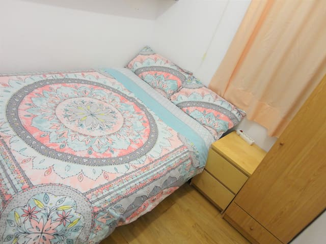 Basic double room in the heart of Barcelona