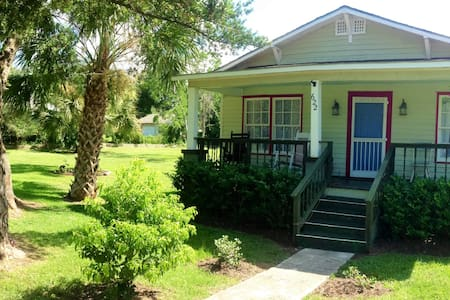VINTAGE COTTAGE BY THE BEACH - Gulfport - Casa