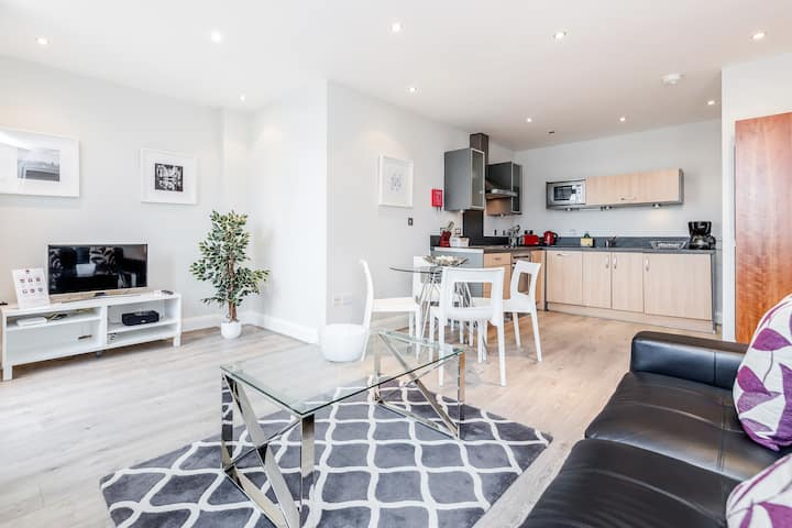Well appointed 2 bedroom apartment in Staines