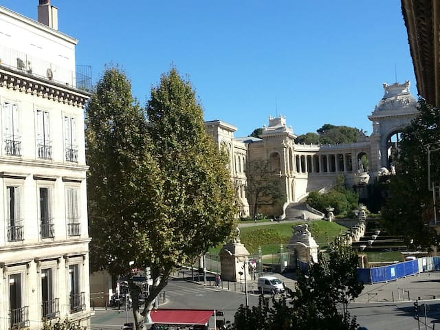 Chambre spacieuse  Palais Longchamp. Terrasse.