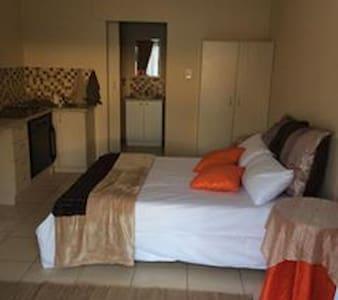 Private Apartment self catering 2 - Apartment
