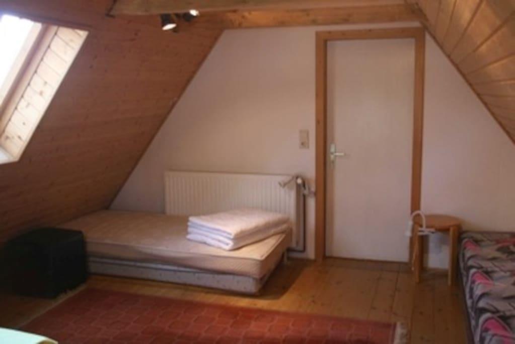 2. Schlafzimmer unter dem Dach