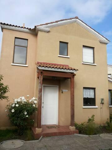 amplia y comoda casa en exclusivo sector de papudo - Papudo - House