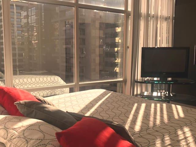 Best location: Luxury 2 Bed Apt Indoor Pool & Gym