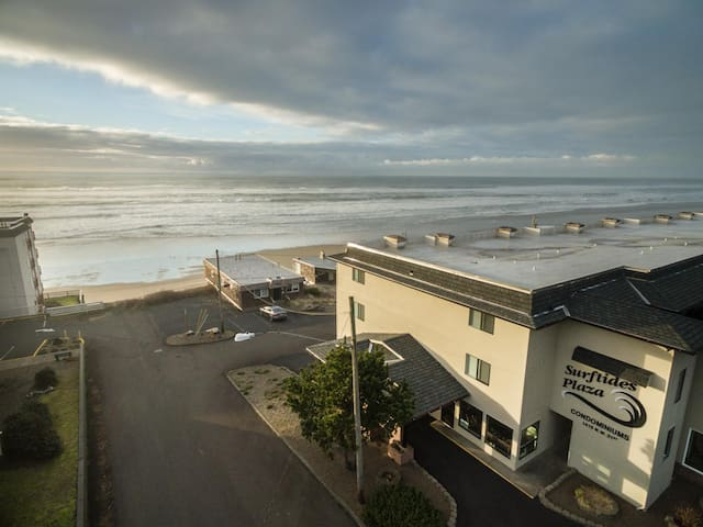 Enjoy this ground floor 1 bedroom moments from the beach in Lincoln City, OR!