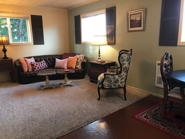 The Casita, One bedroom, full kitchen, king bed!