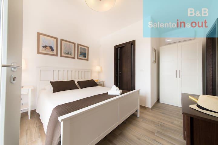 B&B salentoineout Camera matrimoniale e bagno - Marina di Mancaversa - ที่พักพร้อมอาหารเช้า