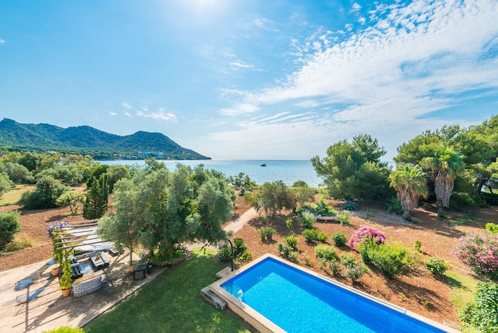 ES RACONET Villa for 8 with pool on the seafront