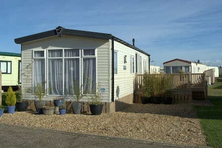 Modern, Dog Friendly Caravan - Lowestoft - Hus