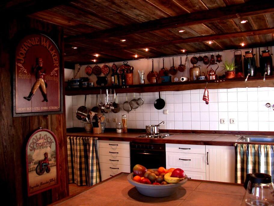 Küche in 2008 - mittlerweile mit 80cm Induktionskochfeld,  Gaggenau Backofen und Dunstabzug