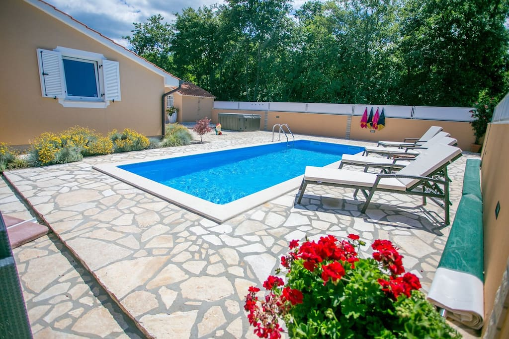 Villa Dylan is very modern and tastefully decorated house with Pool.