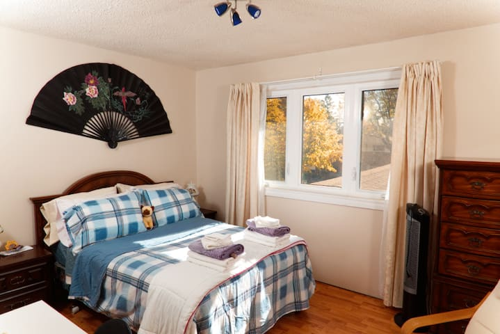 Guildwood BnB - Brandy Room