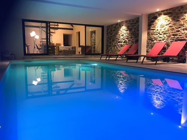 Longère, piscine intérieure 29°, Jacuzzi, 12 pers.