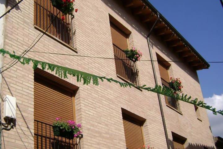 Alquiler Casa La Era de Casa Capellán - Colungo - Huis
