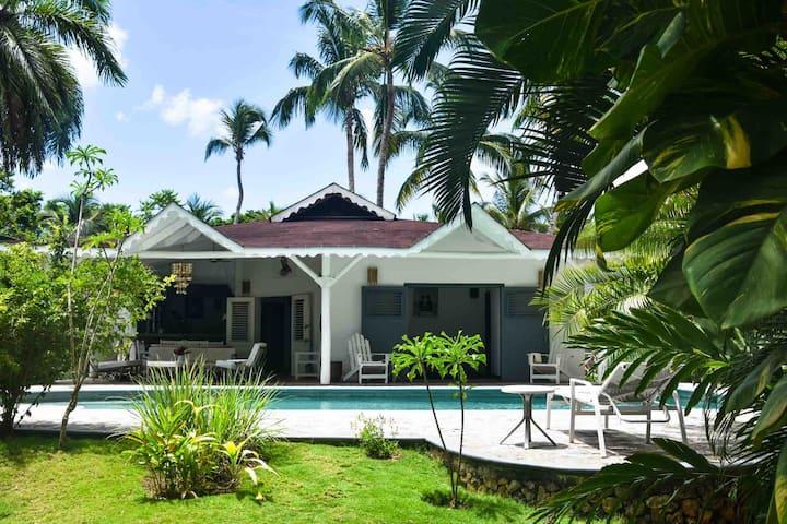 Las Ballenas /large private pool /1000 sqm garden