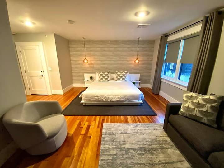 Very cool 1bed/bath in the heart of downtown NPT