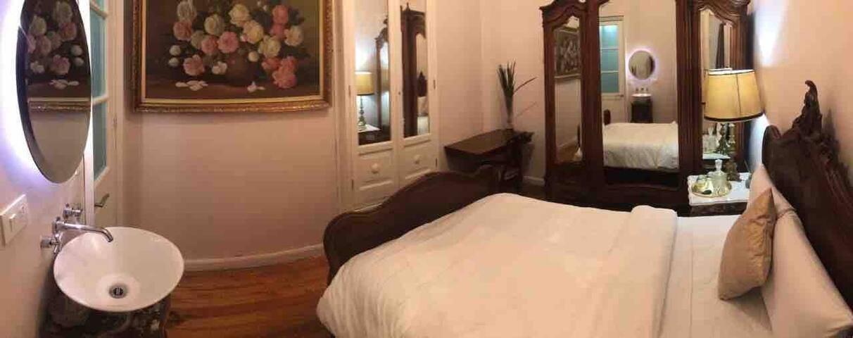 Nice room with private bathroom / near Downtown