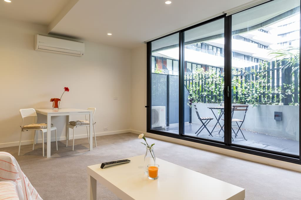 Dining through to private courtyard