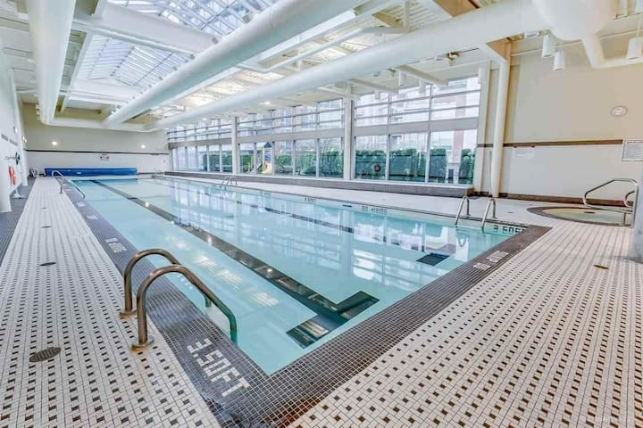 Large Indoor swimming pool. (max 4ft)